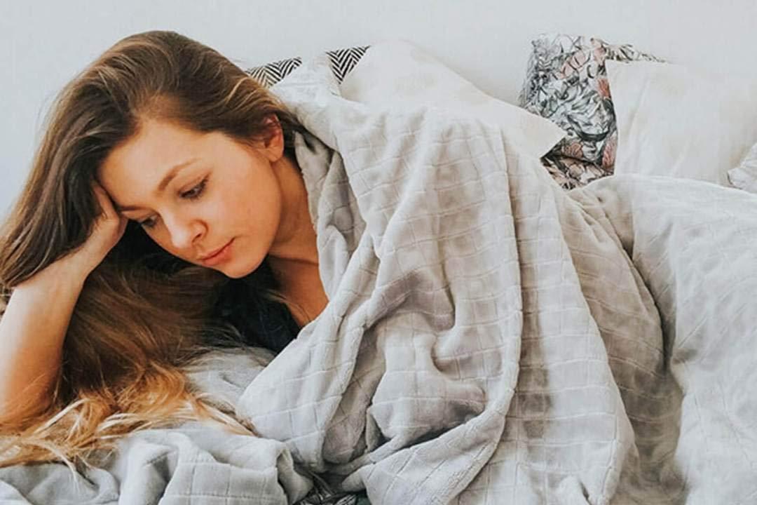 Therapiedecke schwere Bettdecke 7 Schichten Navaris Gewichtsdecke 135x200 cm 4,8 kg Bezug aus Baumwolle Beschwerte Decke grau